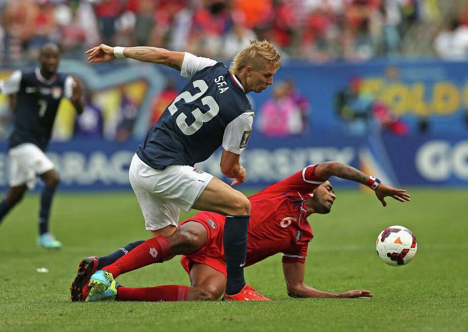 CHICAGO, IL - JULY 28: Brek Shea #23 of the United States runs over Gabriel Gomez #6 of Panama during the CONCACAF Gold Cup final match at Soldier Field on July 28, 2013 in Chicago, Illinois. The United States defeated Panama 1-0. Photo: Jonathan Daniel, Getty Images / 2013 Getty Images