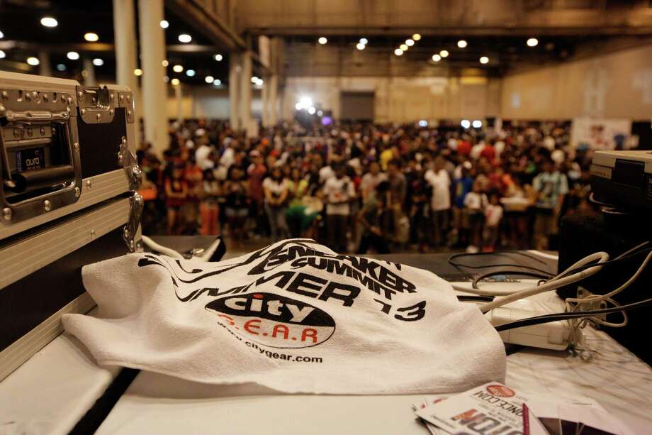 The official towel of the event is seen on the DJ table during the 2013 H-Town Sneaker Summit. Photo: © TODD SPOTH PHOTOGRAPHY, LLC / © TODD SPOTH PHOTOGRAPHY, LLC