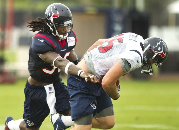 Texans safety D.J. Swearinger applies coverage to tight end Adam Schlitz.