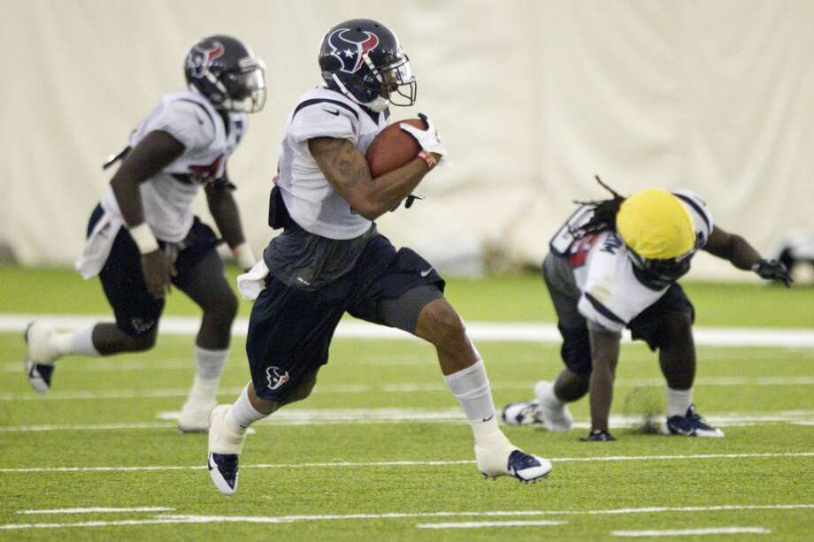 Alan Bonner of the Texans returns a kick during special teams drills at training camp. Photo: Brett Coomer, Houston Chronicle
