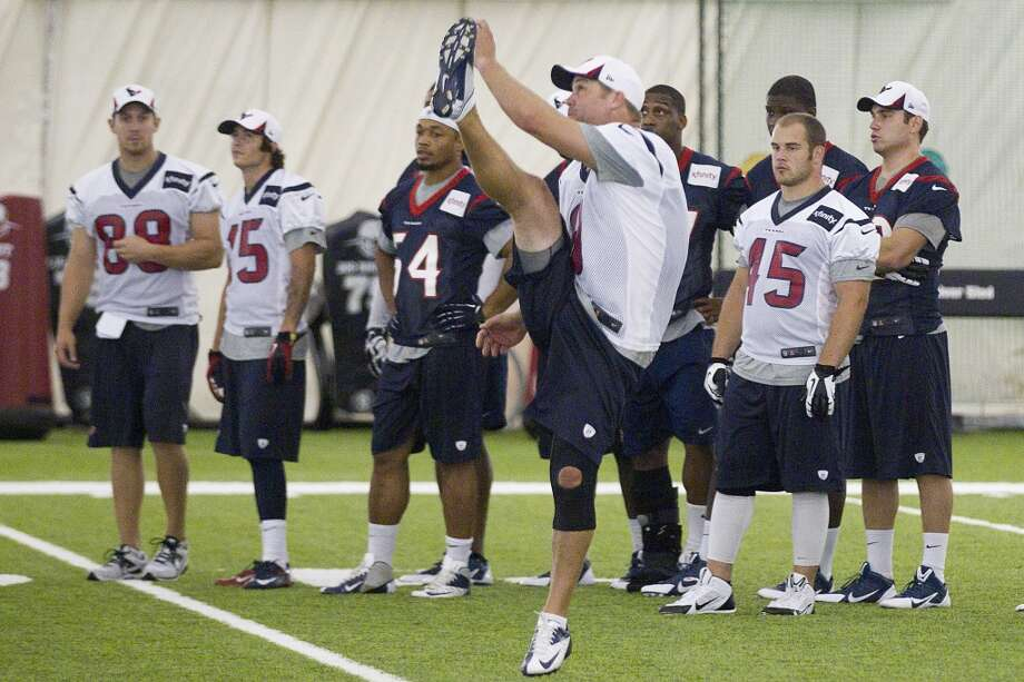 Texans punter Shane Lechler (9) follows through on a punt. Photo: Brett Coomer, Houston Chronicle