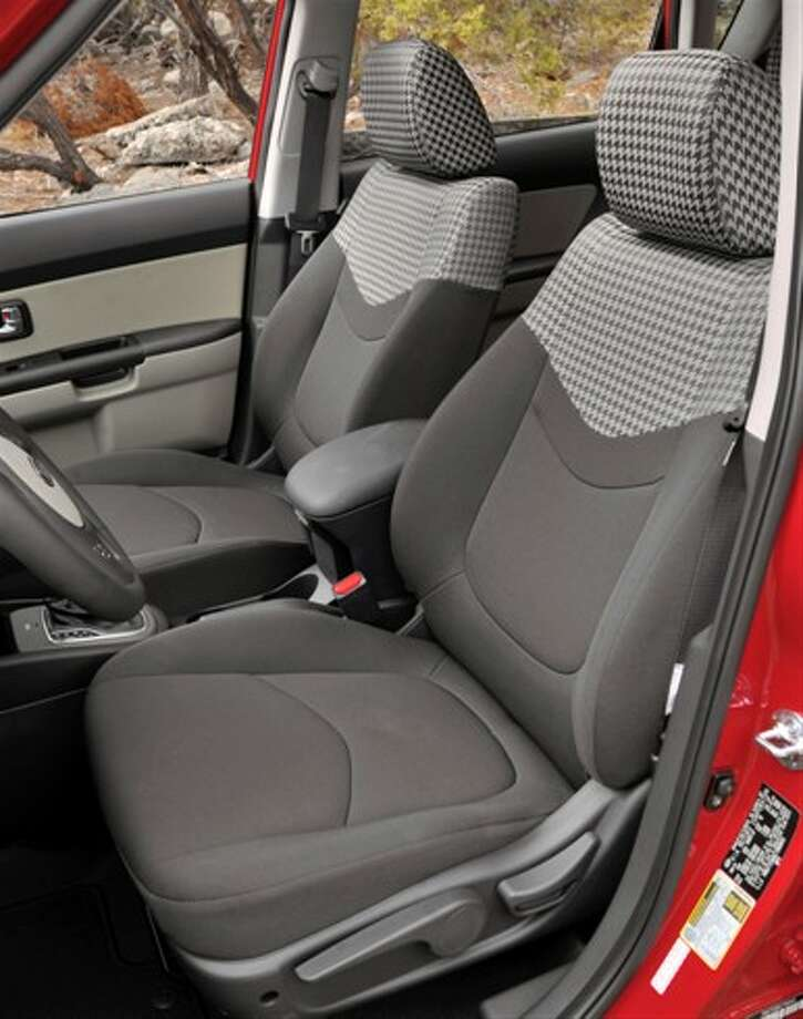 Front seating Photo: Kia Motors