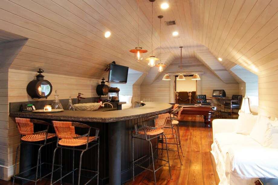 Wet bar and game room.