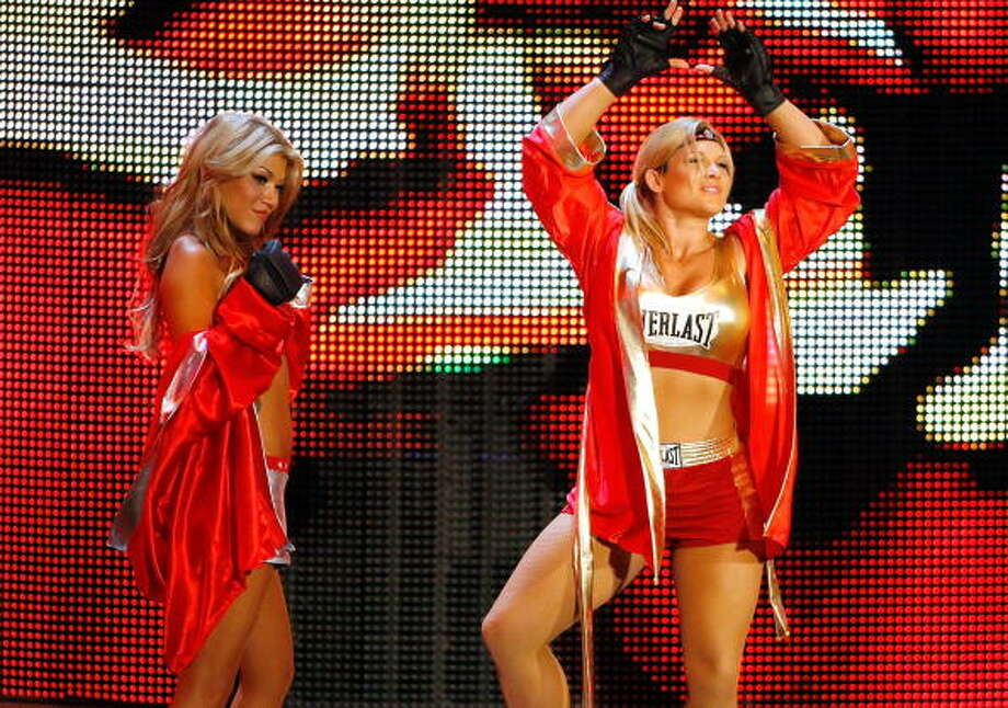 Rosa Mendes and Beth Phoenix Photo: Ethan Miller, Getty Images / 2009 Getty Images