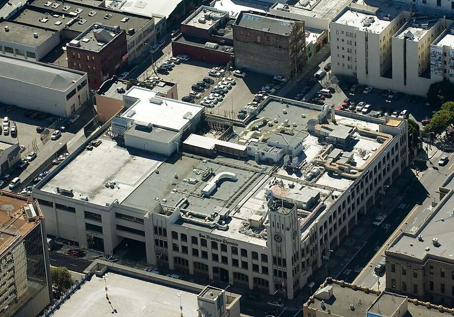 The Chronicle Building at Fifth and Mission could gain Yahoo as a tenant when Square vacates its space. Photo: Photo By Judith Calson