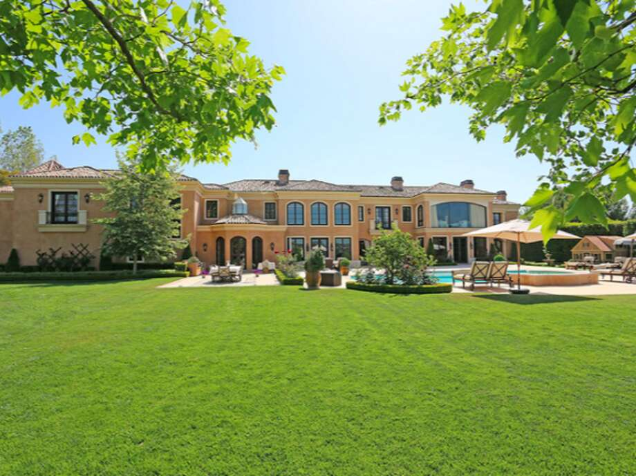 Big lot with plenty of closely cut grass.  Photos via Trulia Luxe.