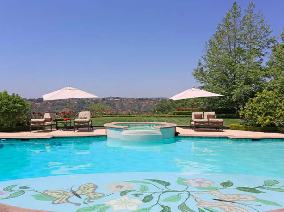 Awesome pool, spa, view.  Photos via Trulia Luxe.