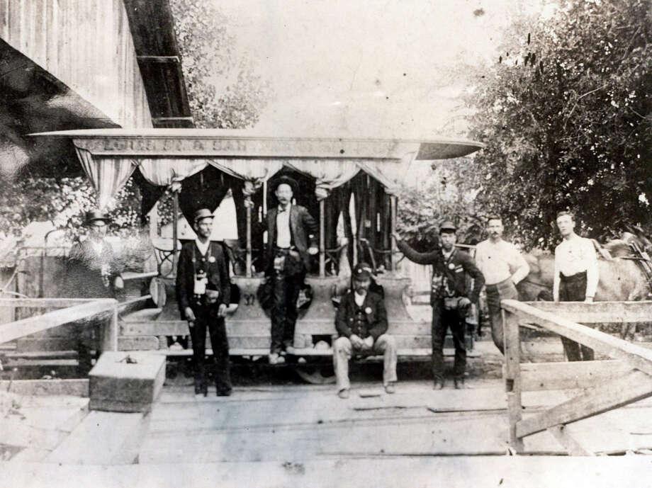 Photo of men sitting around mule streetcar. Photo: File Photos / SAN ANTONIO EXPRESS-NEWS