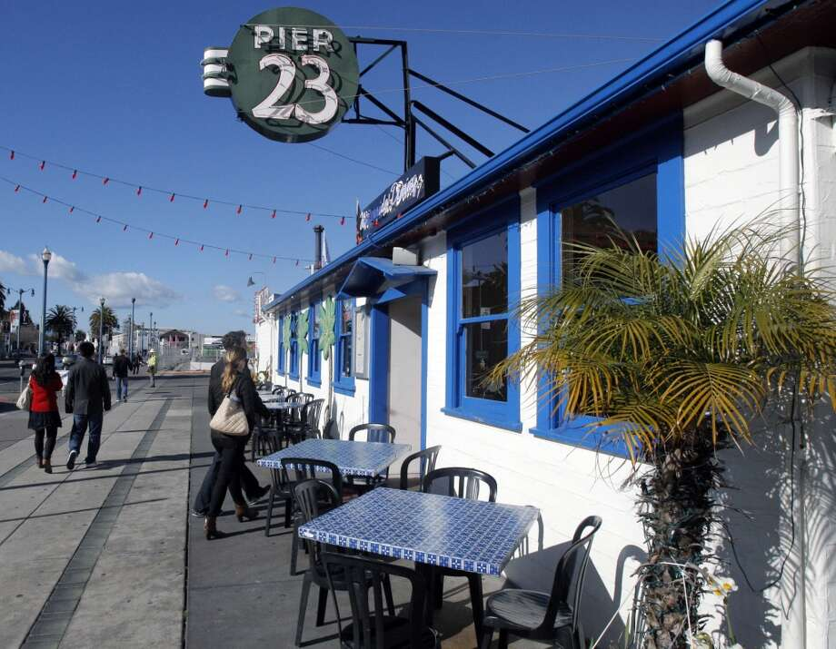 People walk into Pier 23 Cafe Photo: Jessica Olthof, The Chronicle