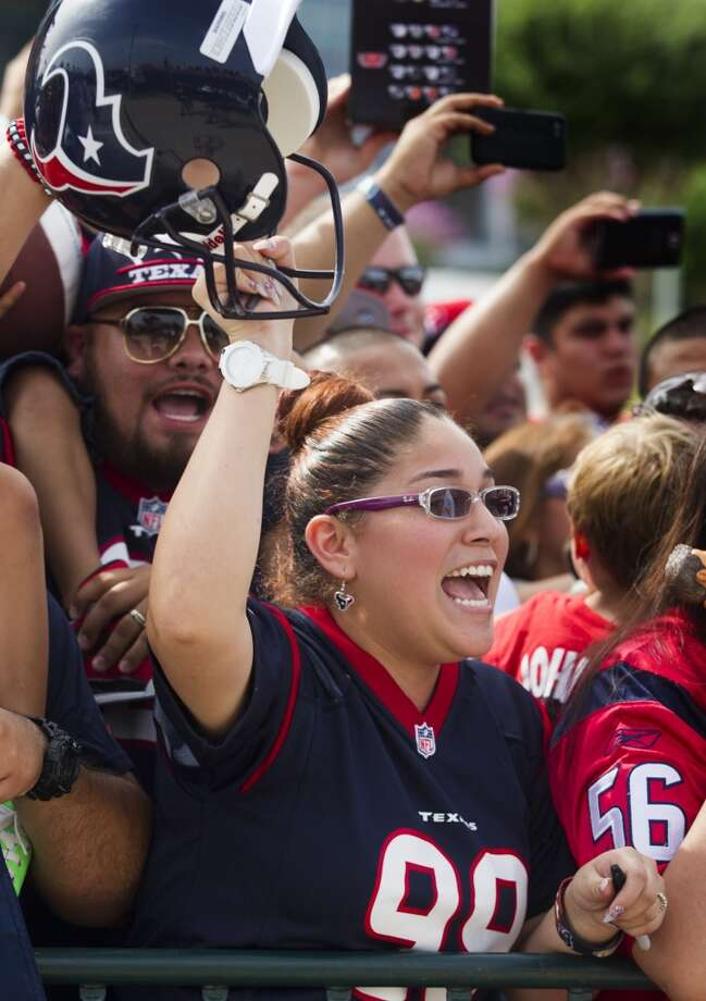 Fans cheer on the players during practice. Photo: J. Patric Schneider, For The Chronicle