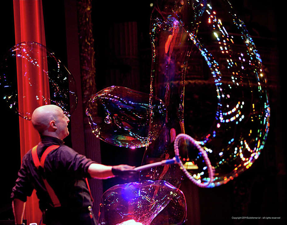 Casey Carle, fashioning a huge bubble for his Bubblemania!, will bring his talents to town Aug. 8 to mark the end of the Fairfield Public LIbrary's summer reading program. Photo: Contributed Photo / Fairfield Citizen contributed