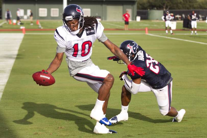 Wide receiver DeAndre Hopkins (10) makes a catch in the end zone with defensive back Brandon Harris