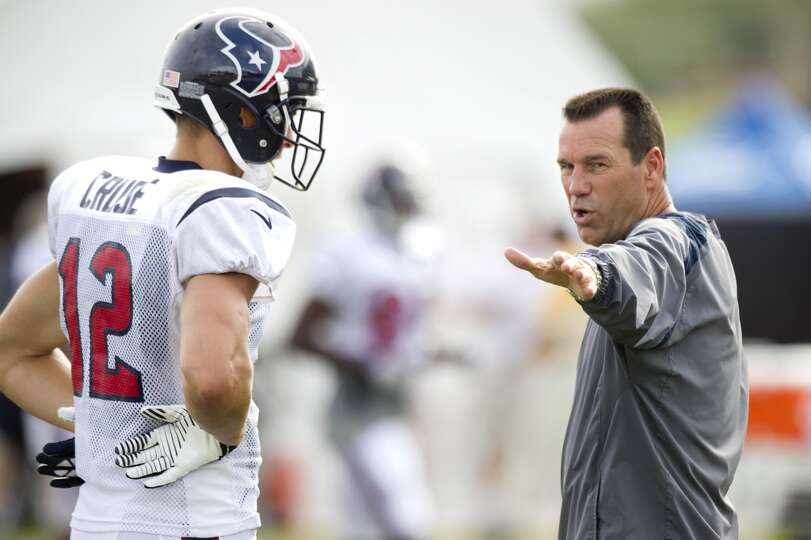 Head coach Gary Kubiak talks to wide receiver Andy Cruse.