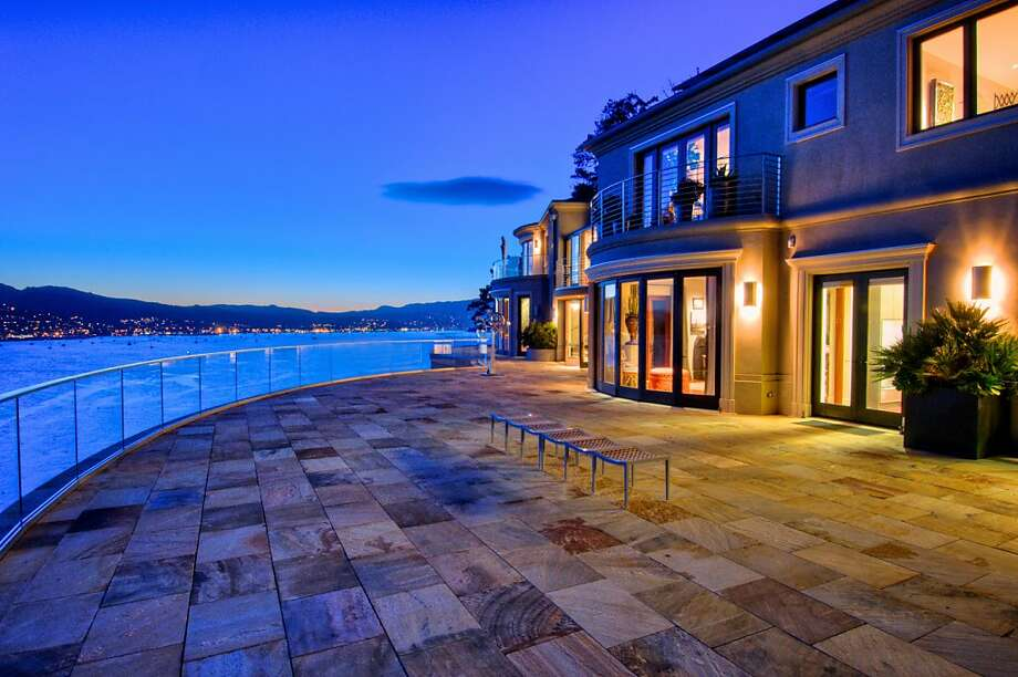 The rear of the home looks towards Sausalito and features a large deck for stargazing and entertaining. Photo: Matt McCourtney/McCourtney Photo