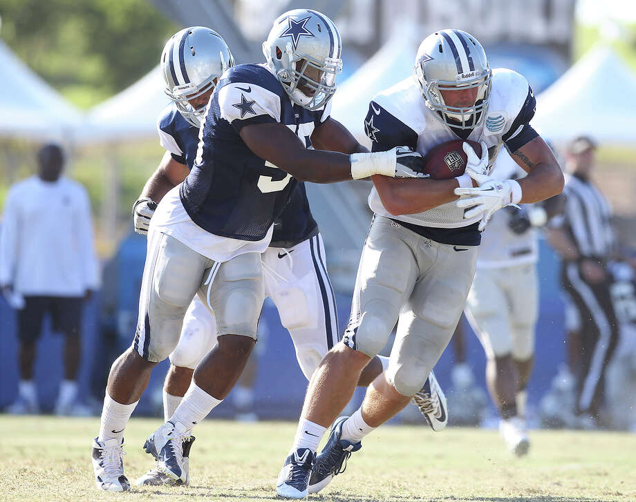 Linebacker Ernie Sims (left) grabs Tight end Colin Cochart (right) during the afternoon session of the 2013 Dallas Cowboys training camp on Tuesday, July 30, 2013 in Oxnard. Photo: Kin Man Hui, San Antonio Express-News / ©2013 San Antonio Express-News