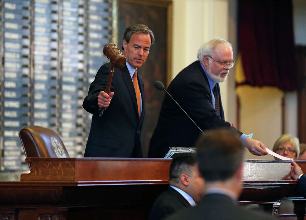 Speaker Joe Straus gavels the session to a start as legislators meet in the House of Representatives and the Senate to begin the third special session on July 30, 2013.