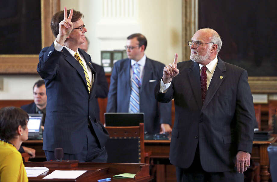 Senators Dan Patrick, R-Houston (left) and Robert Nichols, R-Jacksonville, oppose each other on a vote for an amendment to the transportation bill as legislators meet in the House of Representatives and the Senate to begin the third special session on July 30, 2013. Photo: TOM REEL