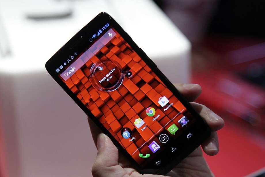 Shorter service contracts make it easier and more affordable for smartphone users to buy new models more often. Photo: Mark Lennihan, Associated Press