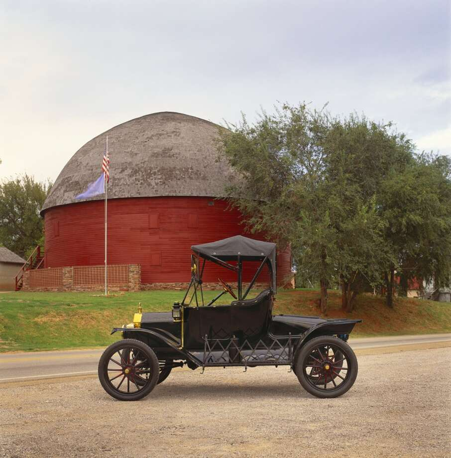 1914 Ford Model T at Round Barn in Arcadia Oklahoma Photo: Car Culture, Getty Images/Car Culture