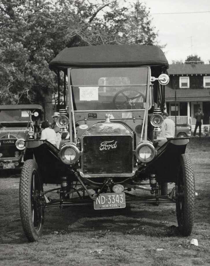 Ford Model T, 1910 Photo: SuperStock, Inc., Www.jupiterimages.com
