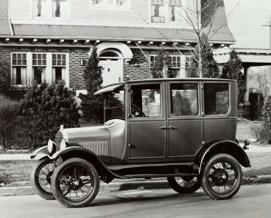 1926 Ford Model T, 1926, Ford, 1920s, automotive, car, automobile, early, Model T, outdoors, street, parked, speed, affluence, society, achievement, indulgence, Americana, vehicle, transportation, private, ownership, pride, miscellany Photo: SuperStock, Getty Images/SuperStock RM