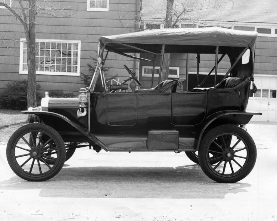 Vintage car parked in front of a building Photo: SuperStock, Inc., Www.jupiterimages.com