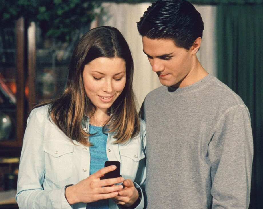 Mary (Jessica Biel) makes the shocking announcement to her family that she and Robbie (guest star Adam LaVorgna) are engaged in a 2000 episode. Photo: THE WB/PAUL MCCALLUM, TLP