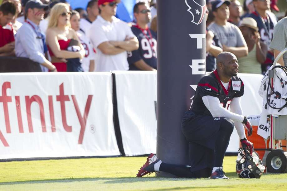 Free safety Danieal Manning takes a knee. Photo: Brett Coomer, Chronicle