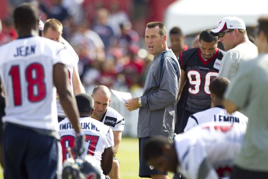 Head coach Gary Kubiak talks to his players at the end of practice. Photo: Brett Coomer, Chronicle