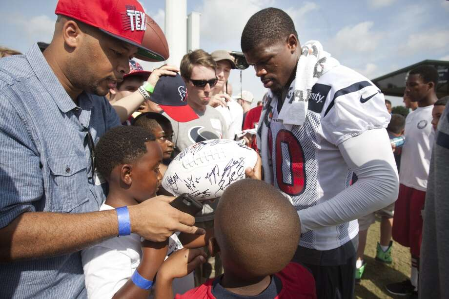 Wide receiver Andre Johnson signs autographs after practice. Photo: Brett Coomer, Chronicle