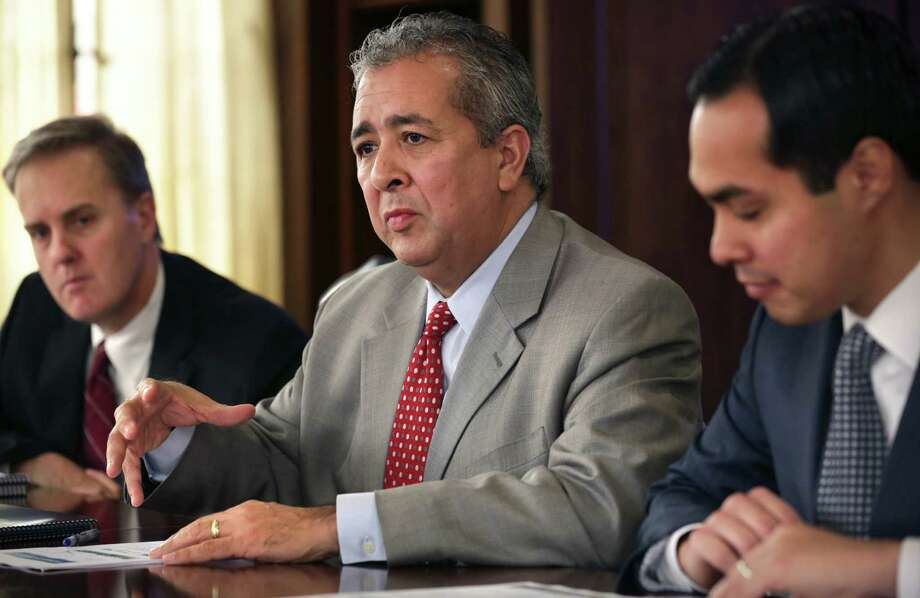 San Antonio Water System Presdient/CEO, Robert Puente, center, speaks as SAWS officials meet with the San Antonio Express-News Editorial Board. Mayor Julian Castro is at right and Doug Evanson, SAWS CFO, is at left.  Friday, Jan. 11, 2013 Photo: San Antonio Express-News / ©2013 San Antonio Express-News