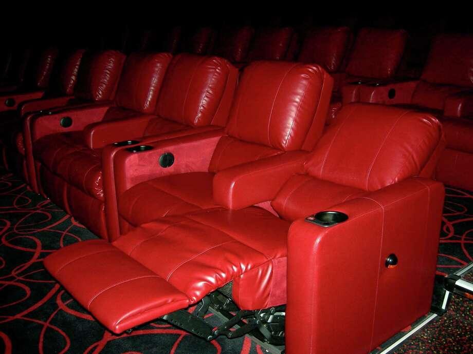 Dine In Movie Theatre Amc Dinein Theatres Marina 6 Is One Of