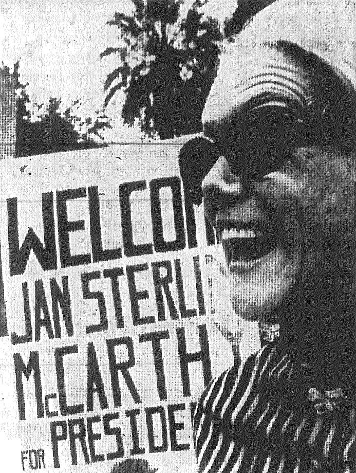 Actress Jan Sterling flashes a big smile as she campaigns in front of the Alamo for Democrat and presidential hopeful Eugene McCarthy. Published in the San Antonio Light Aug. 2, 1968. Photo: File Photo