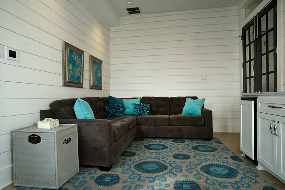 Master Sitting room offers Nuvo wall keypad with Klipsch ceiling speakers.	