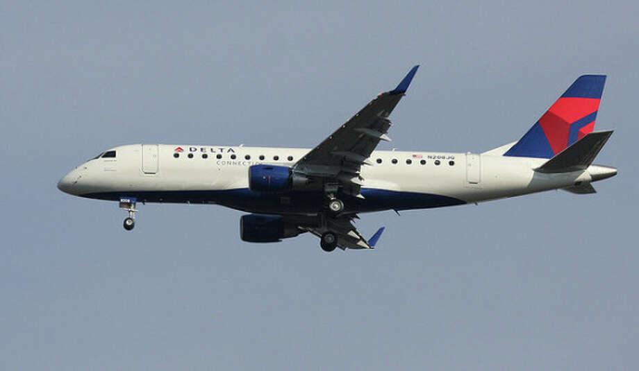 A Delta Embraer 175.