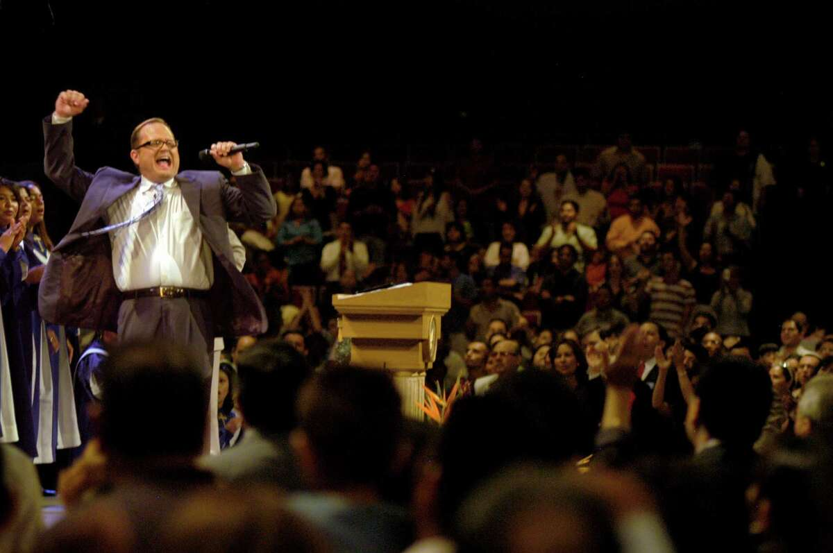 Marcos Witt leads a service in Spanish at Lakewood Church in 2005. Witt has started a consulting firm to help U.S. ministries reach Hispanics.