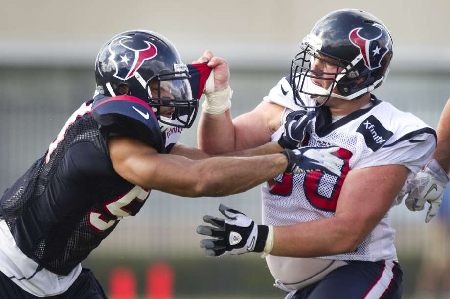 Texans outside linebacker Trevardo Williams and guard Ben Jones tangle during a pass rush drill. Photo: Brett Coomer, Houston Chronicle
