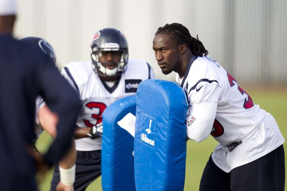 Texans fullback Greg Jones holds a blocking pad. Photo: Brett Coomer, Houston Chronicle