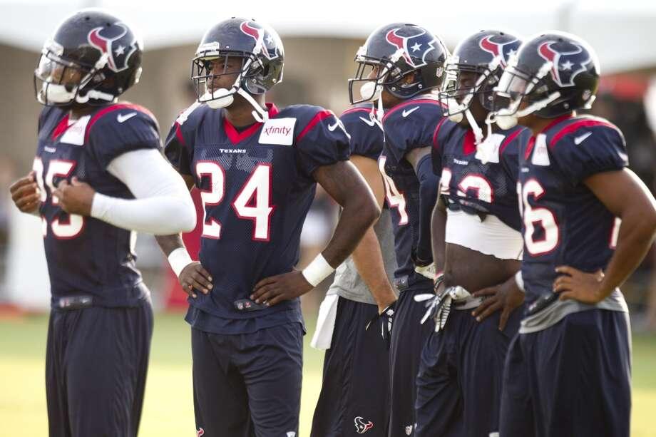 Texans defensive backs line up to run drills. Photo: Brett Coomer, Houston Chronicle