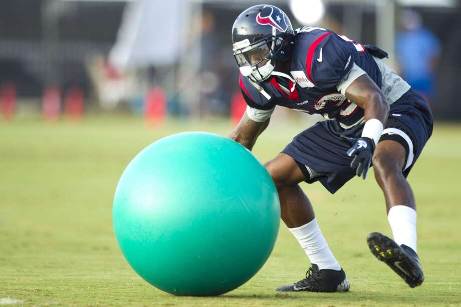 Texans linebacker Willie Jefferson runs to grab a ball during a drill. Photo: Brett Coomer, Houston Chronicle