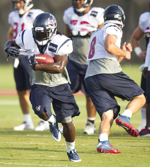 Texans running back Deji Karim takes a handoff from Matt Schaub.
