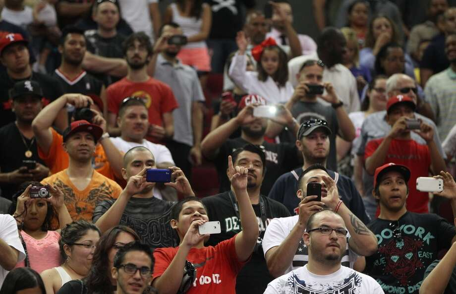 Fans scream for Cain Velasquez during an open workout with UFC heavyweight champion Cain Velasquez and former champion Junior dos Santos at Toyota Center, Thursday, Aug. 1, 2013, in Houston. It was free and open to the public as they talked about their upcoming pay-per-view fight which will take place Saturday, October 19 at Toyota Center.  ( Karen Warren / Houston Chronicle ) Photo: Karen Warren, Houston Chronicle