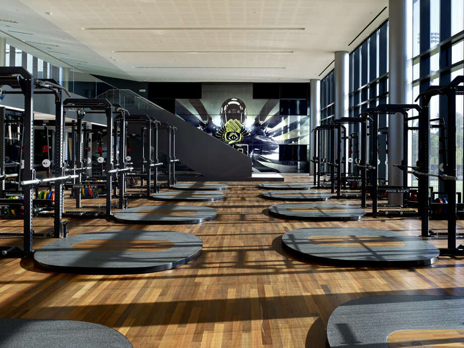 Here's another look at the weight room and the Ducks mural on one end.  Photo: Eric Evans, GoDucks.com