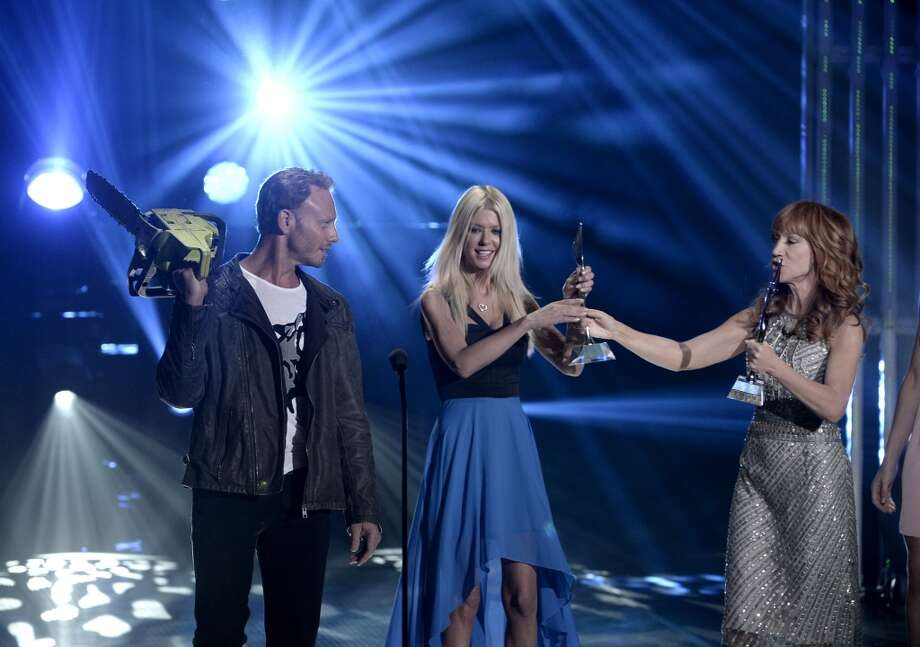 From left: Actors Ian Ziering and Tara Ried accept the Internet Sensation Award from tv personality Kathy Griffin onstage during CW Network's 2013 Young Hollywood Awards presented by Crest 3D White and SodaStream held at The Broad Stage on August 1, 2013 in Santa Monica, California.  Photo: Kevin Winter