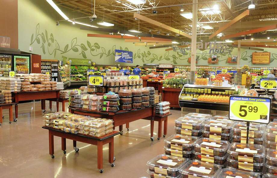 The Kroger store redesigned produce department waits for customers during the re-grand opening of the Kroger store, 2301 Rayford Road in Spring. The store opened in 2008, and recently finished a 15,000 square foot expansion. Photo by David Hopper Photo: David Hopper, For The Chronicle / freelance
