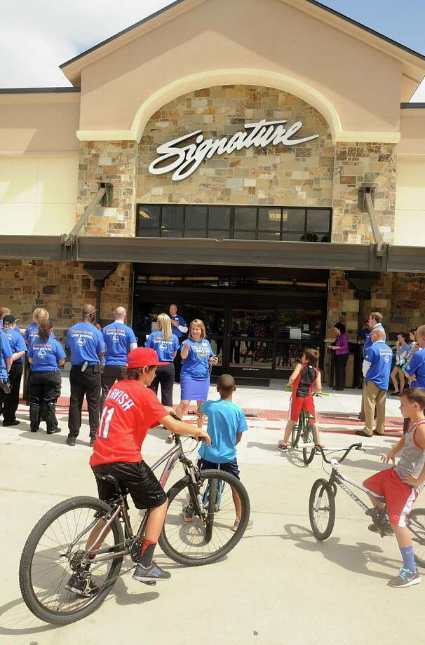 The nation's largest grocery chain recently completed an expansion of its Spring store and recently opened a Kingwood store. It has dozens of locations across the Houston area. Photo: David Hopper, For The Chronicle / freelance