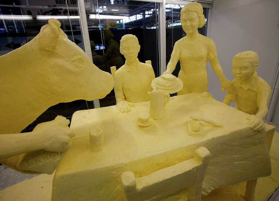 2009: A butter cow at the dinner table (apparently a common sight in Pennsylvania households) Photo: Carolyn Kaster, ASSOCIATED PRESS / AP2010