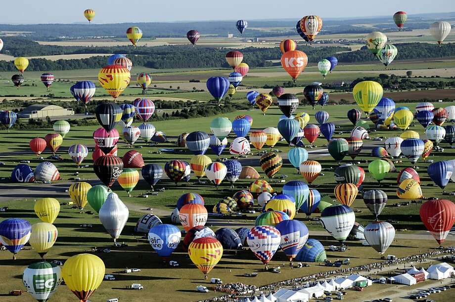 French uprising:More than 400 hot-air balloons take off in Chambley-Bussieres, France, in an attempt to 