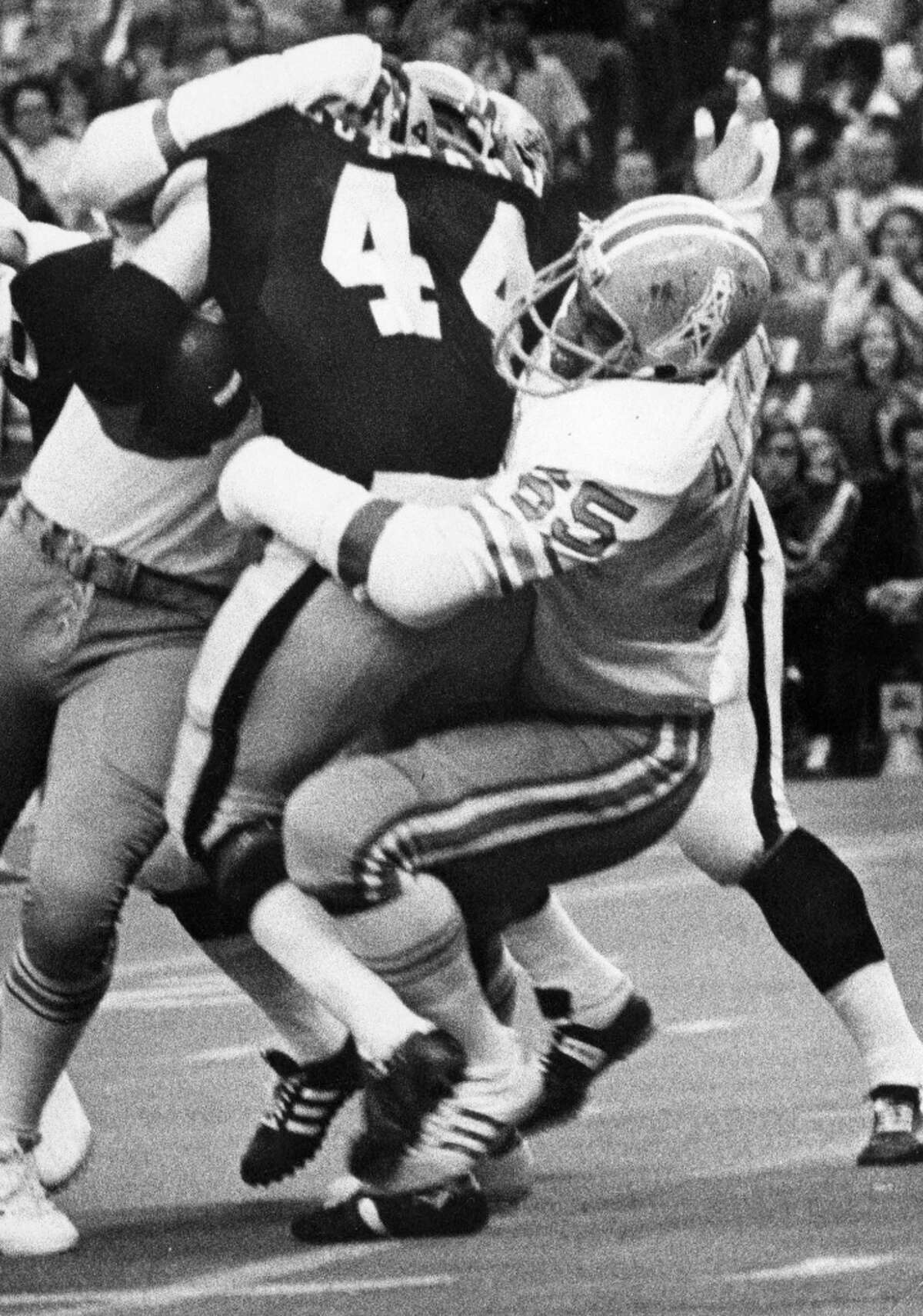 Elvin Bethea (65) Defensive End Time with the Oilers: 1968-1983 Year of HOF induction: 2003 His career high of 16 sacks in the 1973 season is still a franchise record with the Tennessee Titans.
