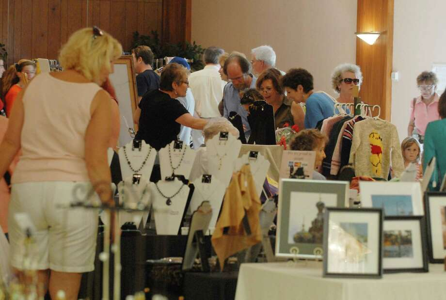 TIMES UNION STAFF PHOTO BY Paul Buckowski --   Visitors look over crafts from different vendors  during Carrot Fest at Congregation Agudat Achim in Niskayuna, NY on Sunday, Sept. 14, 2008.  This is the 30th year of the festival. Photo: Paul Buckowski / 080824002a